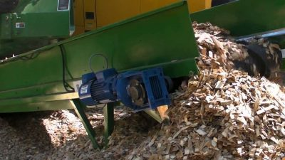A daily checklist for chipper and grinder maintenance